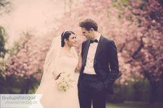 Slotsbryllup i Danmark. Et slotsbryllup er jo et rent eventyr, og derfor skal jeres bryllupsbilleder også ose af eventyr, det fortjener de. Se et billeder.