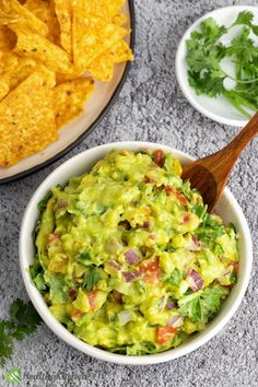 With this authentic Mexican Guacamole recipe that I learnt from my grandmom, a creamy, velvety yet a bit crunchy mixture is surely a presage. Mexican Guacamole Recipe, Mexican Food Recipes, Ethnic Recipes, Sweets Recipes, Lobster Stew, Healthy Dips, Healthy Eating, Tomato Chutney