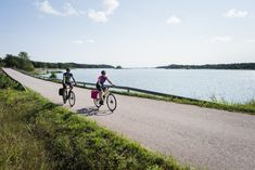 The Archipelago Trail celebrates 25 years! Hundreds of thousands have experienced the route since its inception in 1996, by motor vehicle, bicycle or foot. Motor Vehicle, Motor Car, Places Worth Visiting, Farm Shop, Days Of The Year, Great Restaurants, Stay The Night, Archipelago, Summer Time