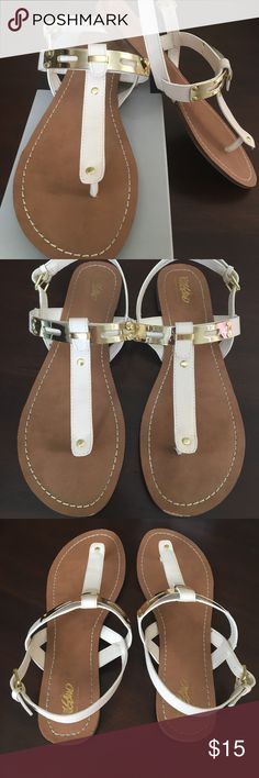 0e55ca0ba1aea MOSSIMO Avery Sandals Avery style in bone color with shiny gold. Comes with  original box