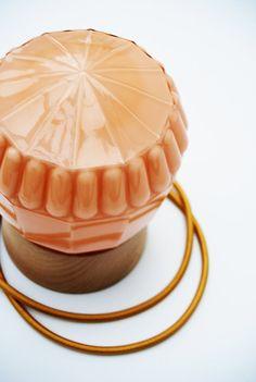 Art Deco tafellamp zalmroze SHELL 17 van GemsOfLightLamps op Etsy
