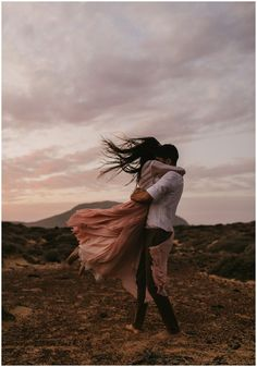 Canary Island Beach Night Canary Island Beach Night – India Earl Photography – That's a really cool pic. Hold me tight. You know that's how I prefer to hug! Image Couple, Photo Couple, Couple Shoot, Couple Photography Poses, Love Photography, Romantic Couples Photography, Photos Couple Mignon, Wedding Fotos, Beach Night