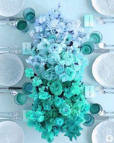 Centro de mesa floral en turquesa