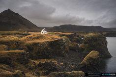 Il mio viaggio in Islanda si è rivelato ricco di sorprese. Qui mi trovavo ad Arnarstapi uno dei villaggi costieri che popolano la penisola sud di Snæfellsnes.    #instagoodmyphoto  #justgoshoot #exploretocreate #peoplescreatives #visualsoflife #passionpassport #my_365 #theoutbound #worldtravelbook#photoshoot #photodaily #photogram #sonyimages #IgersIceland #travelchannel #clickalps  #natgeotravelpic #living_europe #travel #globalpixels #travelgram #ig_europe #beautifuldestination…