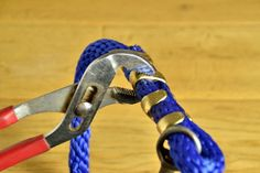 How to Make a Lead Rope for Your Horse Horse Gear, Horse Tack, Lead Rope, Rope Braid, Led Diy, Horses, Dogs, How To Make, Amazing Crafts