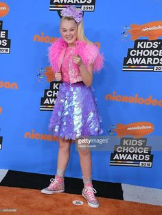 JoJo Siwa arrives at the Nickelodeon's 2018 Kids' Choice Awards at The Forum on March 2018 in Inglewood, California. Girl Fashion Style, Jojo Fashion, Jojo Yes, Jojo Juice, Batman Birthday, 7th Birthday, Jojo Siwa Outfits, Kids Awards, Cole And Savannah