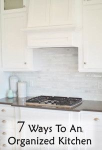 7 Ways To Having An Organized Kitchen--a concise, quick-to-read list with good tips. Organize Your Life, Organizing Your Home, Organising, Organizing Tips, Cleaning Tips, Kitchen Organization, Organization Hacks, Organization Ideas, Kitchen Storage