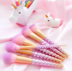 Get swept away in the magical sparkle of the Unicorn Love Brush Set! ♥♥Made with multi-colored, sparkly glam unicorn love, this set is perfect for creating a flawless face that sparkles as if straight