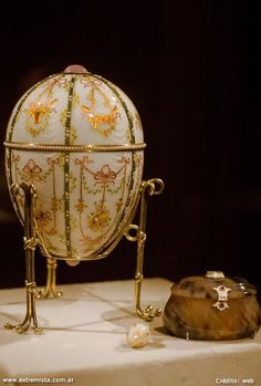 Google Image Result for http://www.extremista.com.ar/wp-content/uploads/2012/05/Peter-Carl-Faberge-Huevo-Kelch-Bonbonniere.jpg