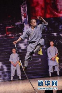 Shaolin monks daily life and training - Learn kung fu with ...