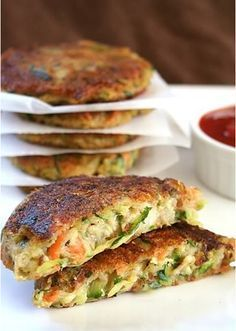 vegan Zucchini Potato Fritters Recipe - Zucchini Cutlets, a delicious and colorful mix of vegetables (Potatoes, carrots and Zucchini) with a burst of flavor from thyme. Easy to make and a tempting snack for your fussy eaters. Vegetable Recipes, Vegetarian Recipes, Healthy Recipes, Delicious Recipes, Yummy Food, Carrot Recipes, Tasty Meals, Fodmap Recipes, Potato Recipes