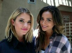 Ashley Benson and Shay Mitchell The Scene Aesthetic, Pretty Little Liars Characters, Preety Little Liars, Pll Cast, Popular Book Series, American Teen, Ashley Benson, All Smiles, Celebs
