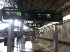 La gare du Rossio de Lisbonne est équipée en Horloges Bodet HMT. http://www.bodet.pt/relojoaria-industrial.html