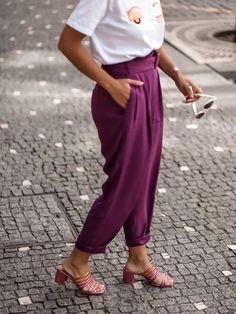 #eurekashoes #eurekalovers #madeinportugal #handmadeinportugal #handmadeshoes #instadaily #shoelover #shoeaddicts #shoegram #instafashion #picoftheday #fashionisfun #lifestyle #stylegoals #locallymade #localhandmade #womanstyle #sandals #pinkmood #pink #orange #white #pinksandals #pinkstyle #style Pink Fashion, Womens Fashion, Fashion Tips, Eureka Shoes, Pink Sandals, E Design, Harem Pants, Pop, Orange