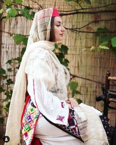 Folk Costume, Costumes, Romanian Women, Traditional Dresses, Lily, Woman, Blouse, Clothing, How To Wear