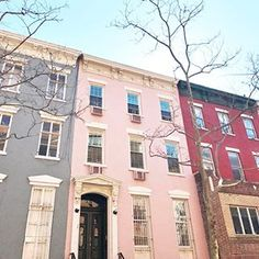 Happy Sunday from New York! Walked past this pink house in Chelsea and really think it should it belong to me 😉💕 This city is unreal! #einteriorstravels