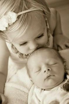 Cute pic idea for kloie and baby!