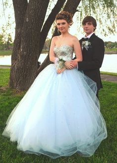 Roo Girl Tori Springer looking like a princess in her prom dress!