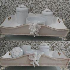 Kit higiene de porcela + bandeja com pés em resina.  Tudo lindo para o anjo Miguel.  #kithigieneporcelna #kithigiene #bandejaprovencal #bandejakithigiene #decoraçãobebê #decorbaby #decorbabyroom #babydecor #babydesign  #mimosbaby