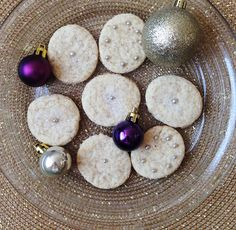 Five Tips to Keep Your Sweet Tooth Under Control this Holiday Season + Mini Cheesecake Recipe Mini Cheesecake Recipes, The Body Book, Mini Cheesecakes, Sugar Cravings, Winter Holidays, Gift Guide, Sweet Tooth, Count, Sweet Treats