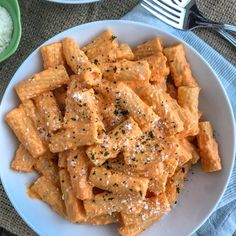 Pasta Recipes Roasted Red Pepper Rigatoni – an easy-to-make, light and healthy, yet satisfying… New Recipes, Vegetarian Recipes, Dinner Recipes, Cooking Recipes, Healthy Recipes, Cooking Fish, Healthy Drinks, Basic Cooking, Cooking Broccoli
