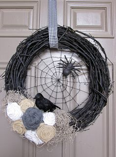 Halloween wreath decorations crow spider web adorableantics.blogspot.com