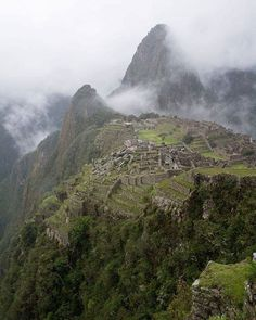 Mighty Machu Picchu as seen by travelling husband and wife duo @findelmundo_travel. Whos thinking of visiting this sacred Incan site in 2016? #gadv #regram Hotels-live.com via https://www.instagram.com/p/BAMmNHKCqni/