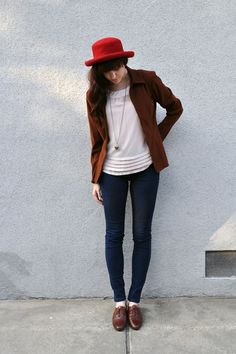 Again with the oxfords...  Such a cute outfit!  I definitely couldn't pull off the hat though