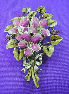 Beautiful-vintage-1950s-March-Birthday-brooch-by-Exquisite-Violet-flowers