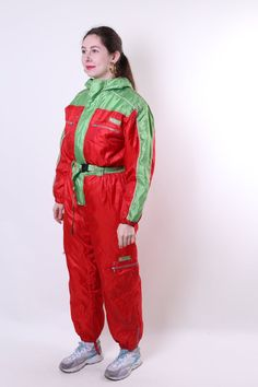 Women retro one piece ski suit, red hooded vintage snow suit, Size M Welcome to TARASCOMMON. Model tall - Size: M. Ski Suit Mens, Velvet Blazer, Snow Suit, Unique Outfits, Skiing, Vintage Ladies, Overalls, Rain Jacket, Windbreaker