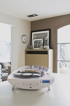 """Turntable Encodeur 33/45t/Radio/CD/MP3/USB """"Ellipse"""" (White and transparent). Encode your favorite vinyls directly to your USB key. Designed by Bigben Interactive. http://www.bigben-interactive.co.uk/produit/produit/id/6768"""