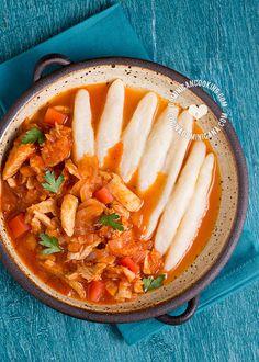 Receta Domplines Dominicanos: Un tipo de domplín parecido a la pasta que se cuece en salsas a base de tomate o queso. Fácil y divertido de preparar.