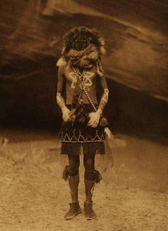 Edward Curtis' epic portraits of North American indians are a joy. And so too are his pictures of North America's indigenous peoples dressed in ceremonial masks. Native American Images, Native American Indians, Native Americans, Cherokee Indians, American Art, Diane Arbus, Steve Mccurry, Man Ray, Polychromos