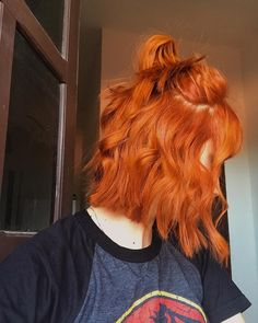 Hot Orange aesthetic Hair Colors & Highlights for Long or short Hairstyles in - Short Hair Styles Dye My Hair, New Hair, Short Curly Hair, Curly Hair Styles, Short Copper Hair, Curly Bob, Short Grunge Hair, Cheveux Oranges, Langer Bob