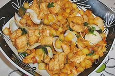 This Portuguese chicken with clams recipe (Receita de frango com amêijoas) is easy to prepare and makes a great meal. Fried Chicken Legs, Roasted Chicken And Potatoes, Orange Recipes, Asian Recipes, Ethnic Recipes, Food Dishes, Main Dishes, Clean Eating Recipes, Cooking Recipes