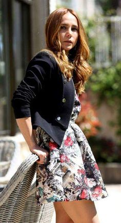 Popular People, Turkish Actors, Cool Outfits, Beautiful Women, Celebrities, Skirts, Country, Style, Fashion