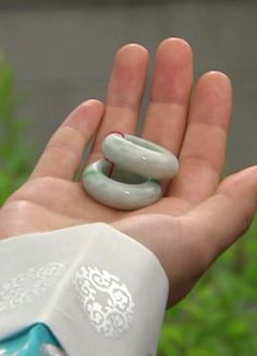 Jade rings from kdrama Dong Yi Dong Yi, Korean Hanbok, Korean Dress, Korean Traditional, Traditional Fashion, Jade Jewelry, Royal Jewelry, Jewlery, Korean Accessories