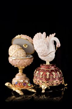 Faberge Swan Egg by Keren Kopal Fabrege Eggs, Carved Eggs, Egg And I, Historical Artifacts, Egg Art, Russian Art, Egg Decorating, Easter Eggs, Art Pieces