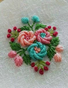 new brazilian embroidery patterns Bullion Embroidery, Brazilian Embroidery Stitches, Diy Embroidery Patterns, Basic Embroidery Stitches, Hand Embroidery Videos, Embroidery Flowers Pattern, Embroidery Works, Flower Embroidery Designs, Simple Embroidery