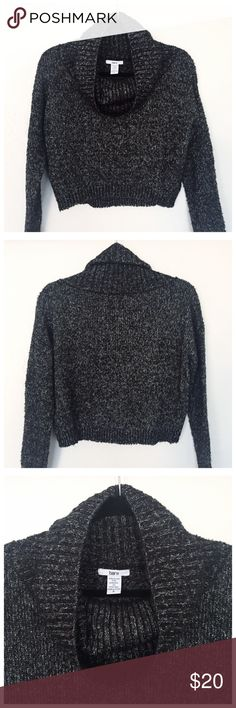 Bar 111 sweater! Bar lll sweater! Great condition! And perfect for the incoming holiday celebration! It is a dark grey weaved with silver thread giving it a light but pretty sparkle 💖 Bar III Sweaters Crew & Scoop Necks