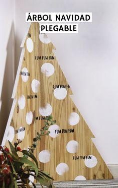 Tutorial sobre cómo hacer un original árbol de navidad de madera esquinero y plegable. Ideal para pisos y espacios pequeños. Reutilizando madera encontrada en la calle Navidad Diy, Triangle, Ideas, Small Condo, Flats, Happy Holi, Salvaged Wood, Thoughts