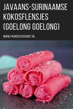 Surinaamse recepten: kokosflensjes goelong goelong. Deze mooi roze gekleurde flensjes zijn gevuld met een heerlijk, ingekookt kokosmengsel. Mierzoet en daarom heb ik tijdens het testen van dit pannenkoeken recept ook een versie gemaakt met minder suiker en die beviel me prima. Voor de kleur gebruik ik (natuurlijke) rode kleurstof, maar je kunt ook bietensap gebruiken. Je kunt ze ook in de groene hulk versie maken. #francescakookt #surinaams Yummy Snacks, Yummy Treats, Delicious Desserts, Dessert Recipes, Yummy Food, No Cook Meals, Kids Meals, Pandan Cake, Pink Foods