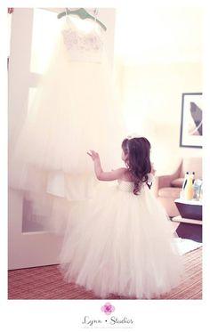 @lynnstudios1  Photographer I Lynn Studios  #tampawedding #weddings #lifestyleweddings  #classicweddings #oscardelarenta #bridal #flowergirl