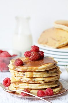 idea: Chip Pancakes with Chocolatey Butter Glaze and Raspberries paired with a glass of Honey Pancakes, Crepes And Waffles, Breakfast Pancakes, Savory Breakfast, Desserts With Chocolate Chips, Chocolate Chip Pancakes, Chocolate Butter, Chocolate Recipes, Delicious Chocolate