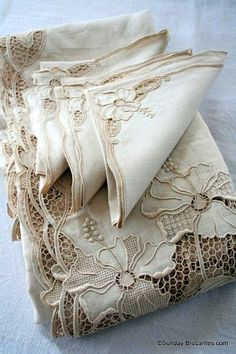 Cutwork, crochet on beautiful linens Antique Lace, Vintage Lace, French Table, Textiles, Linens And Lace, Fine Linens, Hand Embroidery, Cut Work Embroidery, Shabby Chic