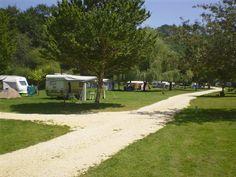 kleinschalige camping met zwembad en beekje, hartje frankrijk