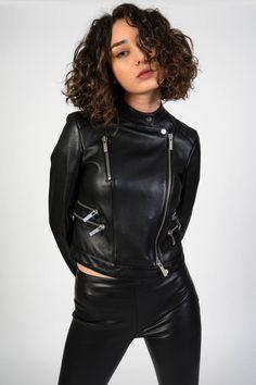 Black Leather Jacket Outfit, Skinny Leather Pants, Legging Court, Leder Outfits, Best Swimwear, Leather Fashion, Biker Fashion, Women's Fashion, Vogue