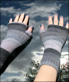 Ravelry: Project Gallery for Easy Handspun Mitts pattern by Vera Brosgol