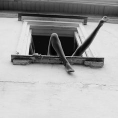 People Footwear - Inspiration - Black and White Photo - Legs Hanging Out A Window Fotografia Pb, Street Photography, Art Photography, Feminine Photography, 21 Jump Street, Photo Vintage, Black N White, Belle Photo, Black And White Photography