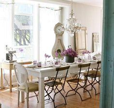 Apportez une touche de romantisme à la maison grâce à la décoration shabby magnifique! Les meubles récup, la déco en objets anciens, les couleurs claires ..